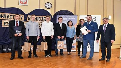 Uczniowie z Kuźni Raciborskiej zwycięzcami VII Powiatowego Konkurs Wiedzy Ekonomicznej